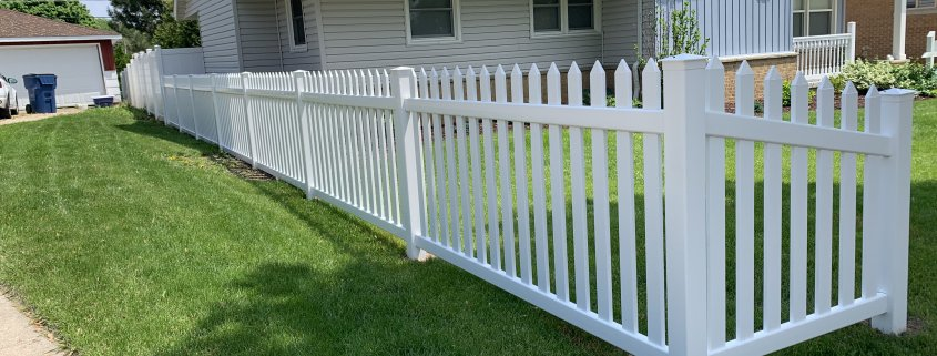 WHITE COLOR DANBURY STYLE PVC WITH A TAPERED SECTION